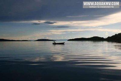 Nkungwe - medium.lake-tanganyika-boat.jpg.9b3b0ec2ec4e77cb7ae2e5f14b31f9c5.jpg